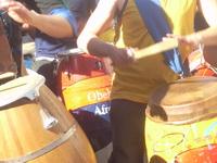 6.- Latinoamerica para Curiosos – Candombe en la batería. Pisando el Hihat.