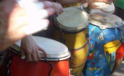 11.- Latinoamerica para curiosos – Independencia con el Hi hat tocando Candombe en 3/4 en la bateria